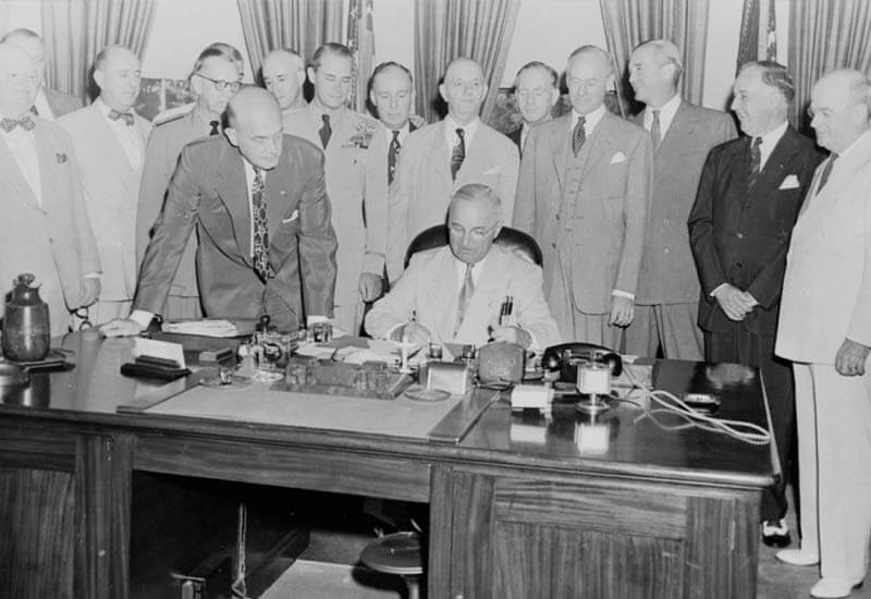 Truman firma il national act