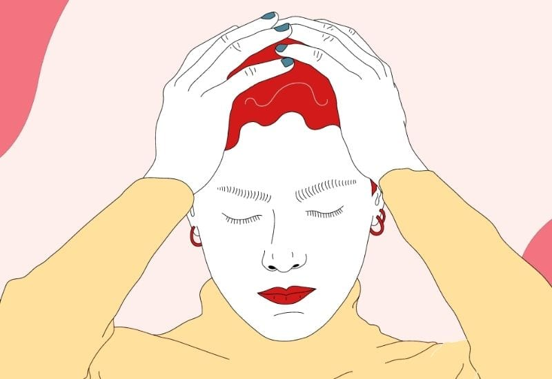 donna con mani in testa